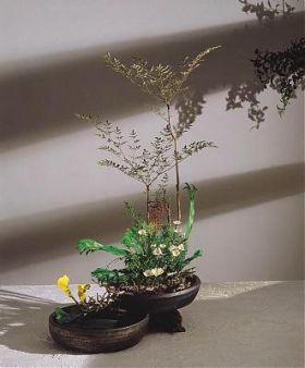 L'ikebana japonais est un art floral qui cultive aussi la simplicité