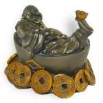 bouddha fortune sur un lit de sapèques