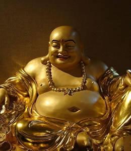 L'or est une couleur qui convient parfaitement au bouddha rieur