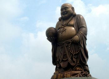 Belle statue du bouddha riant