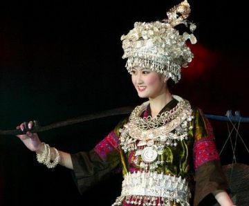 Les costumes ethniques sont en général richement décorés