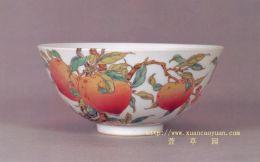 décor de pêches sur céramique chinoise