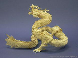 Un dragon, modèle difficile de l'origami japonais