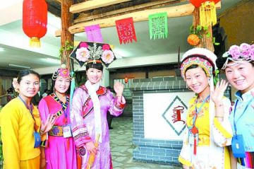 Chaque ethnie chinoise possède son costume traditionnel