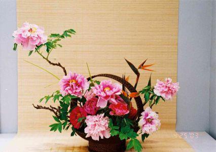 Asymétrie et contenant font parties de l'art japonais ikebana
