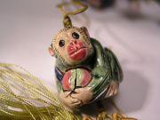 Figurine symbolisant le singe volant la pêche d'immortalité