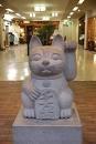 Au Japon le maneki neko à aussi sa statue ... quelle star