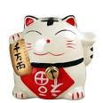 une figurine traditionnelle de chat japonais pour la fortune